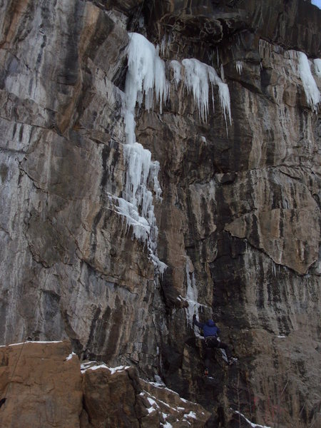 Rock Climbing Photo: Dave Costello looking strong on the Chimney, Dec. ...
