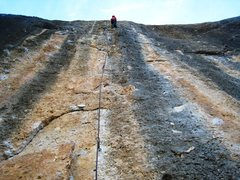 Rock Climbing Photo: Beginning the pumpy & devious redpoint crux of Mon...
