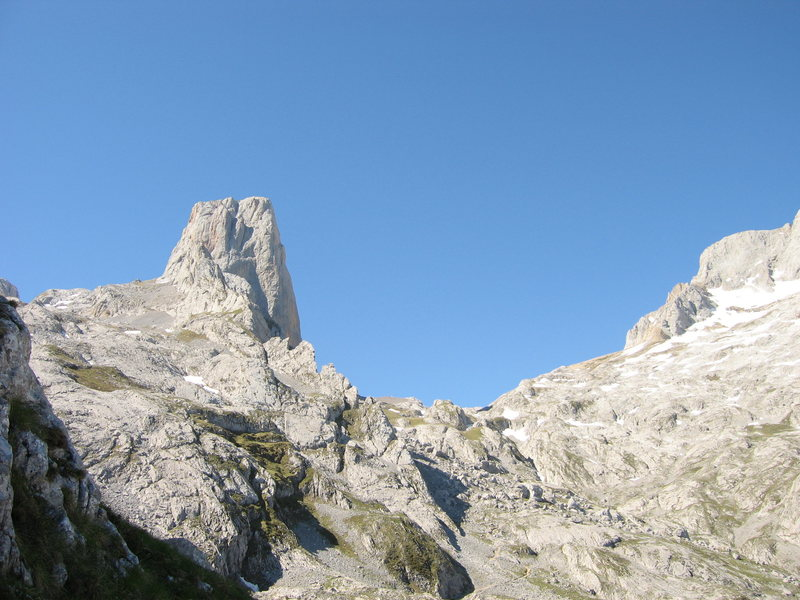 El Naranjo de Bulnes seen from the approach hike from Sotres.