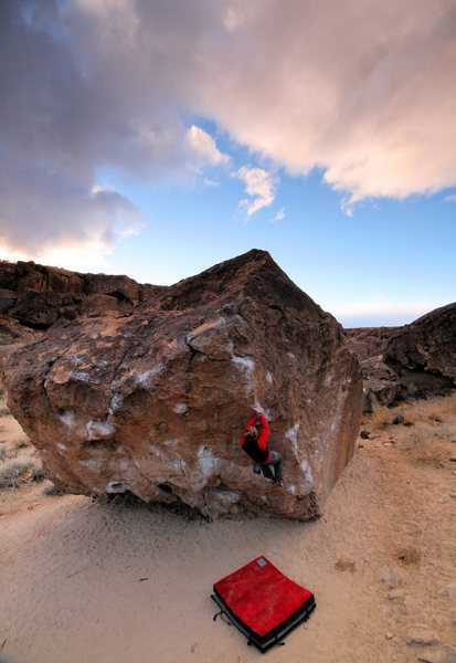 Josh Junkermeier, Big Chicken V4, Happy Boulders, Eastern Sierras.