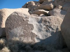 Rock Climbing Photo: Modern Ills Boulder, Joshua Tree NP