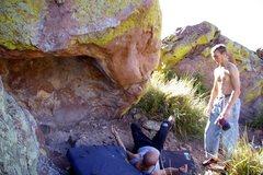 Rock Climbing Photo: Improper spotting technique for Slappin the Captai...