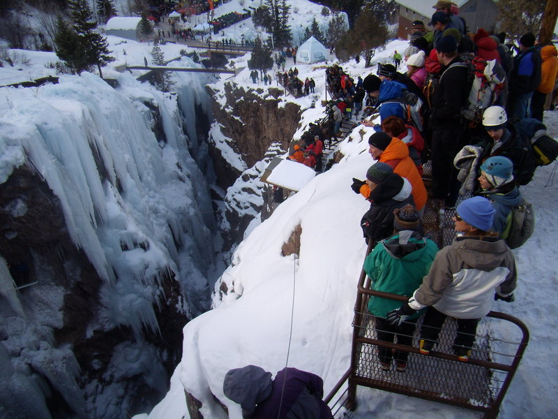 Rock Climbing Photo: Watching the Comp.  Ouray Ice Park. Jan 2010.