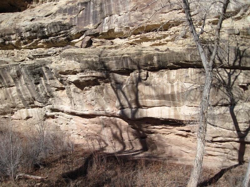 Rock Climbing Photo: Traverse wall along Hwy 141 at the bottom of Nine ...