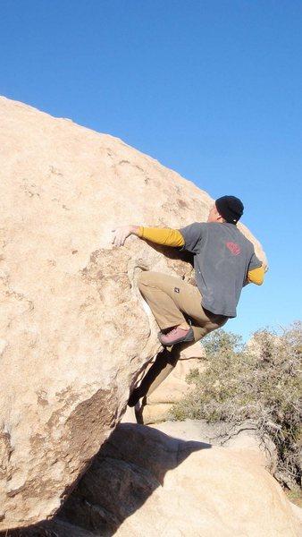 Rock Climbing Photo: V2 on the Tilt-O-Meter Boulder, Joshua Tree. Janua...