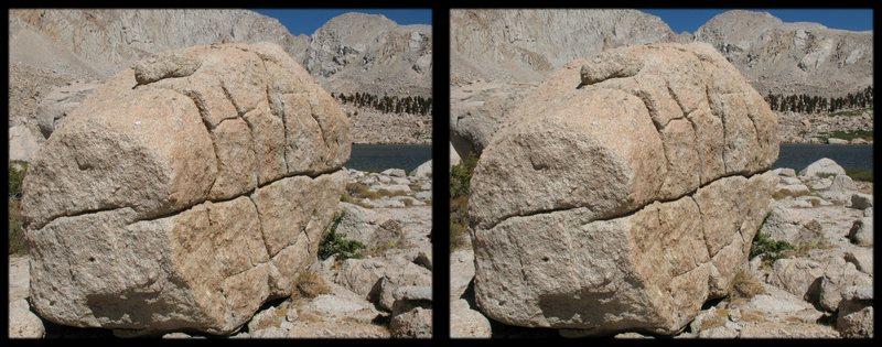Rock Climbing Photo: A cross-eye stereogram of a big boulder at cottonw...