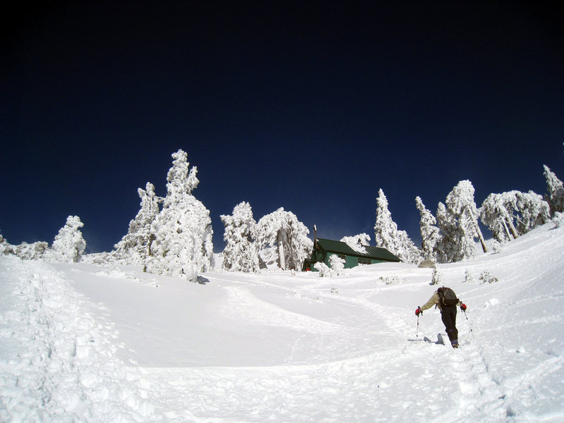 Rock Climbing Photo: Approaching the Sierra Club Hut