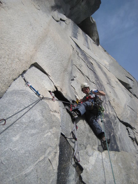 Rock Climbing Photo: Leading a thin flake before the offwidth