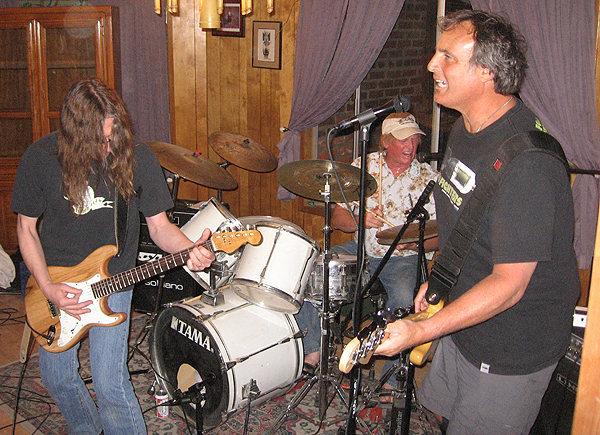 Cactus Pricks live, 2009.<br> Photo by Blitzo.
