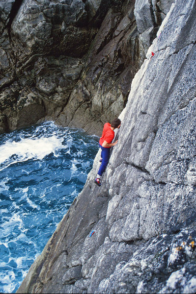 Rock Climbing Photo: Robin nearing the end of the traverse on Quay Hole...
