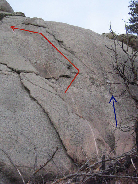 A nice shot of the undercling flake and corner above.  TMM follows the red arrow - Aunt Edna's is to the right.