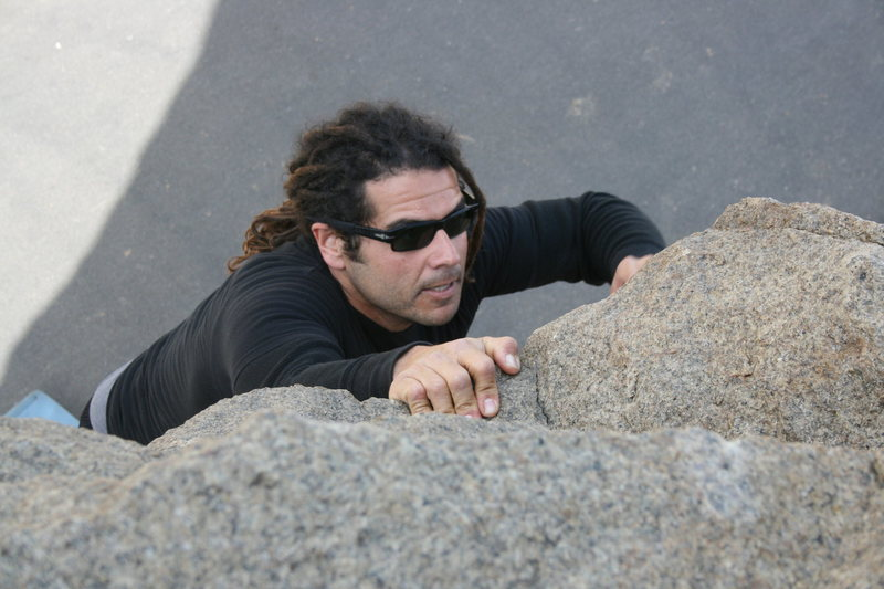 Rock Climbing Photo: Roger on the north end roadside boulders. 2-7-10
