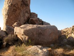 Rock Climbing Photo: Dysfunction Boulder, Joshua Tree NP