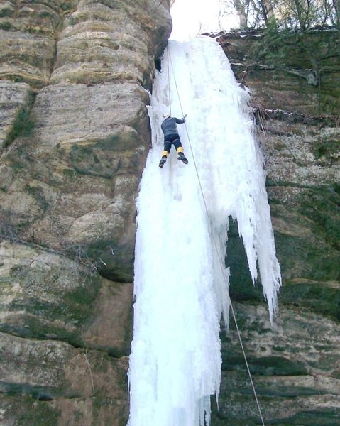 Rock Climbing Photo: The Dirty Virgin, rare ice formation on left side ...
