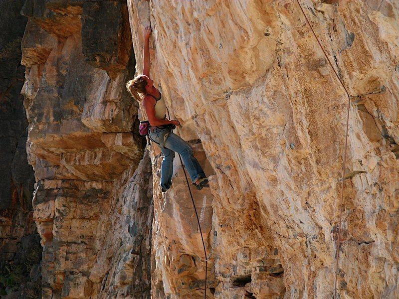 Rock Climbing Photo: Josie sending 'Oh-Beehave' 5.12b/c