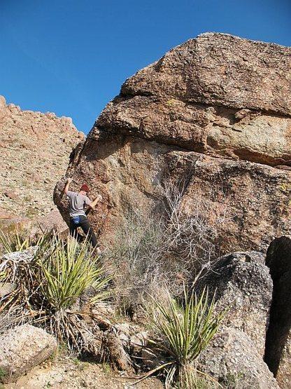 Rock Climbing Photo: Bouldering on the Tuolumne Boulder, Joshua Tree NP
