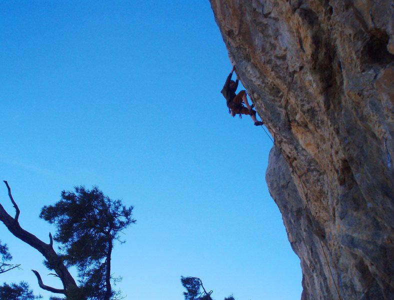 Rock Climbing Photo: Jonny shredding heretic