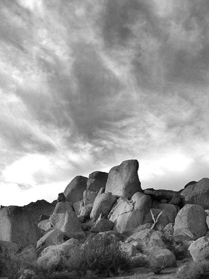 Boulders near Queen Mountain.<br> Photo by Blitzo.
