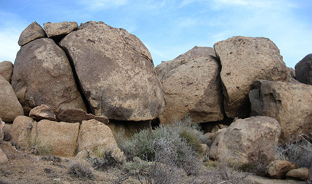 Wide Crack Boulders.<br> Photo by Blitzo.