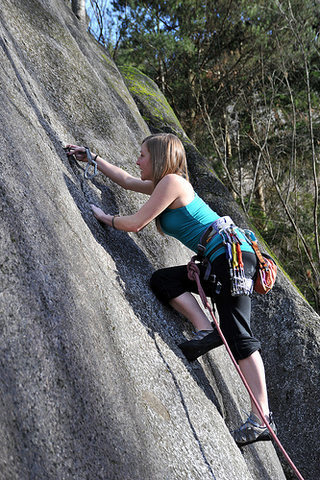 Tamara leads a short crack in Squamish.