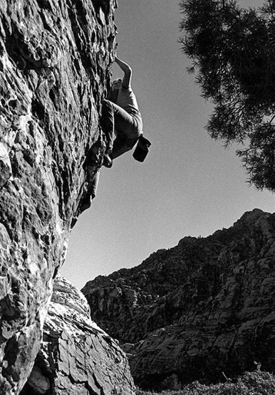 Rock Climbing Photo: Bouldering at Willow Springs. Photo by Blitzo.