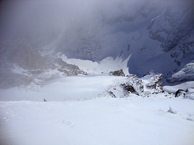 Rock Climbing Photo: Slide path from crown line.  Amora vida enterance ...