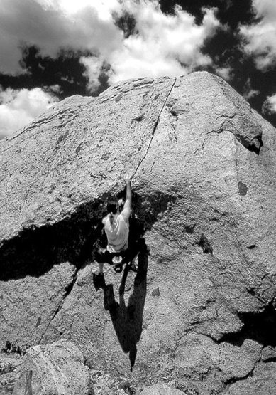Bouldering at Echo Lakes.<br> Photo by Blitzo.