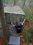 Rock Climbing Photo: split boulder-rawley-v0 w/o arete