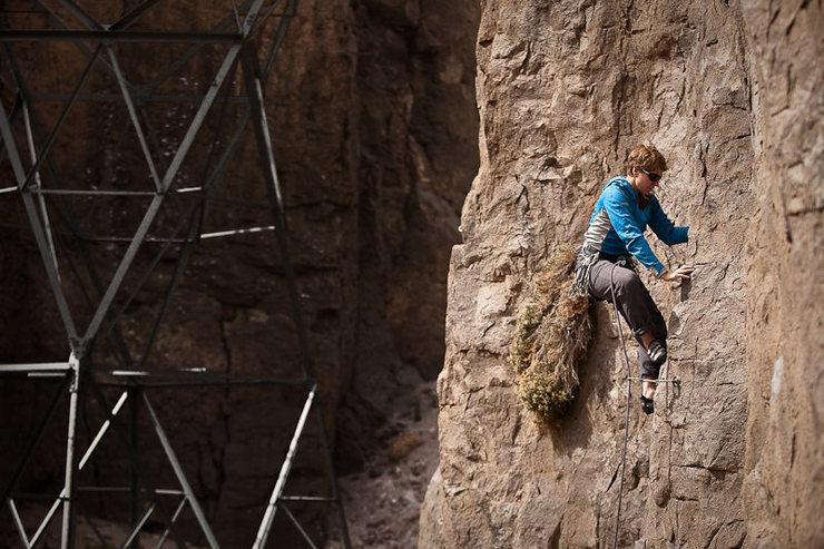 Rock Climbing Photo: Wedge-O (10b) in the Banana Belt. Mary Devore, cli...