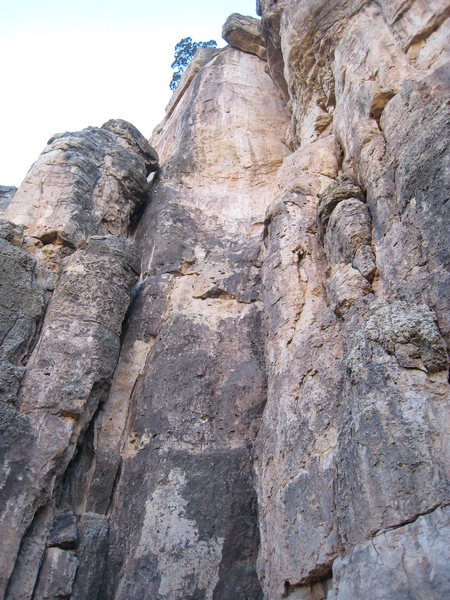 Rock Climbing Photo: Smoldering Horse Flesh ascends the aesthetic prow....