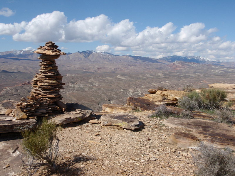 Look for this giant cairn as you head up the final hill toward the cliff top on the approach trail.  The right most descent scramble is a few hundred feet to the right.