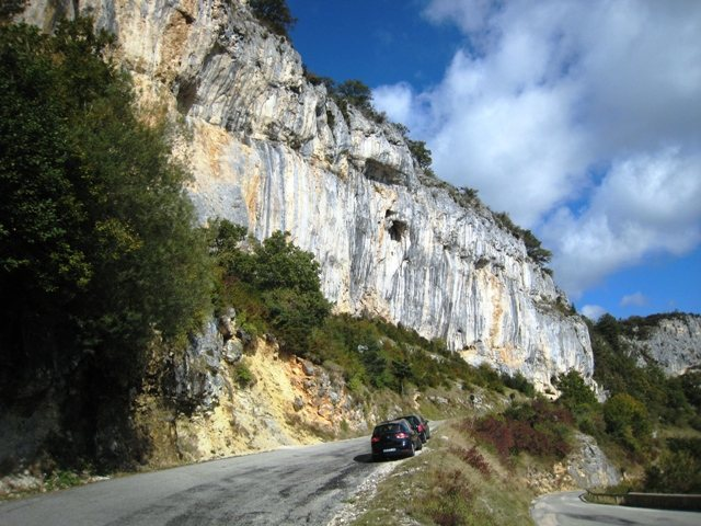 Tina Dalle above the D292 road at Rochers de Nugues.  From the parking area at the hairpin turn in the road.