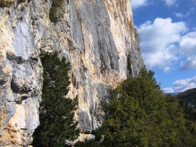 Rock Climbing Photo: Secteur Ecole des Nugues.  Climber on Marcos (7b)....