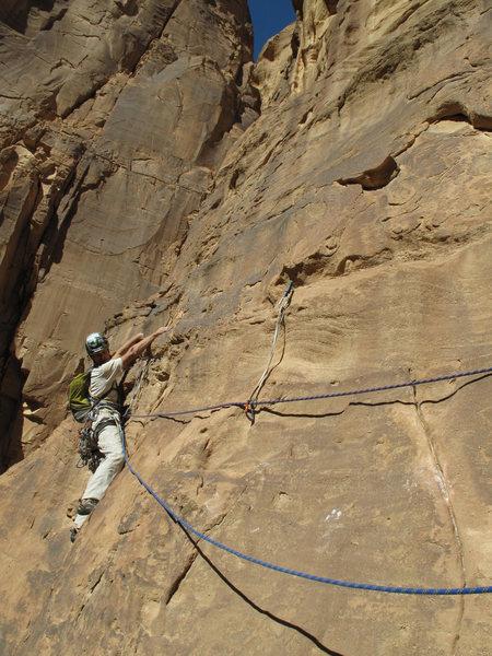 Wondrland (5.10c, TD sup.), Wadi Rum, Jordan.