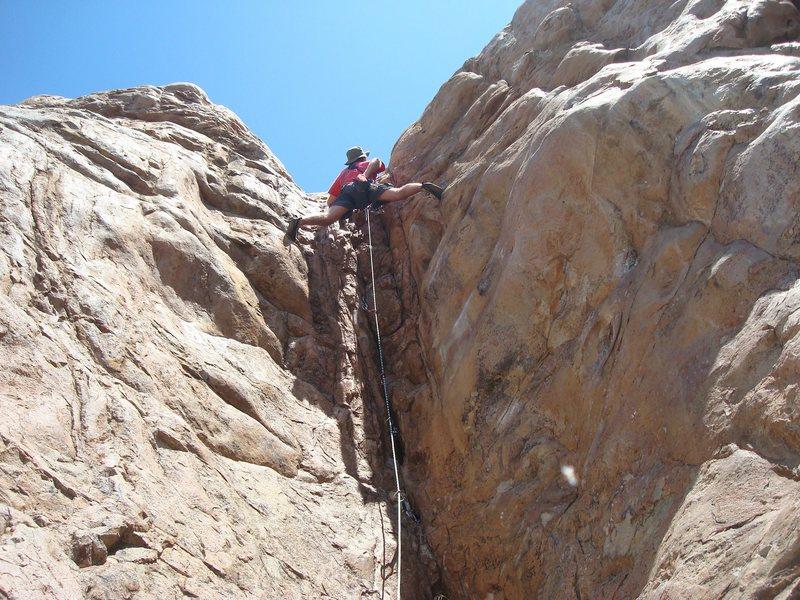 Floyd Hayes zipping up Chimney Crack. Photo by Cheri Ermshar.