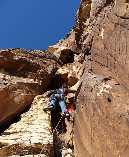 Rock Climbing Photo: The first pitch climbs up to the chockstone and pa...