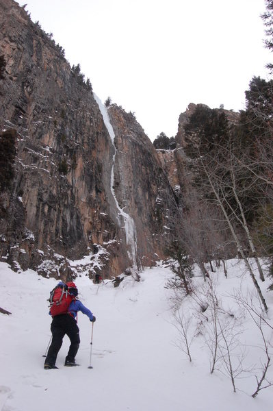 Rock Climbing Photo: Near the base, much of the lower route in the narr...