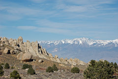 Rock Climbing Photo: The Peabody Boulders and White Mountain Peak