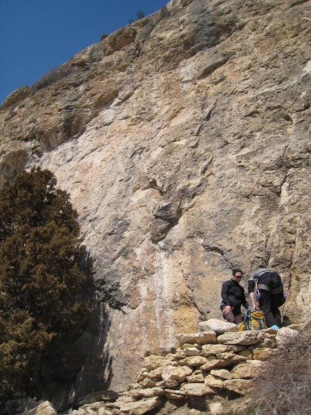Rock Climbing Photo: Back-up Binkie takes the line just left of the dou...