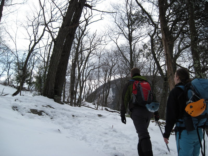 Hiking up the 'Red Dot' trail on Mt.Tammany