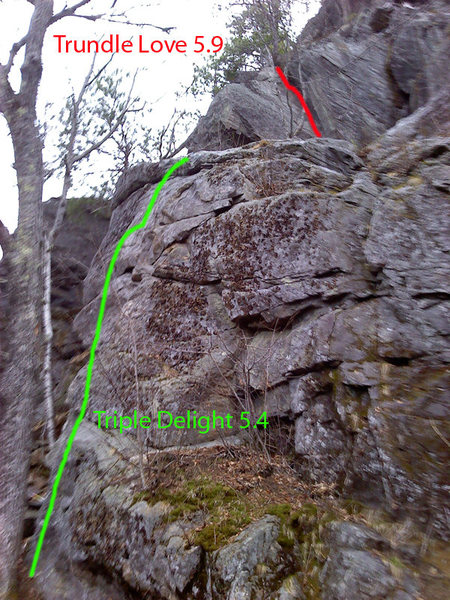This photo shows where the route sits.... as you can see its easy to get to from the lower route...