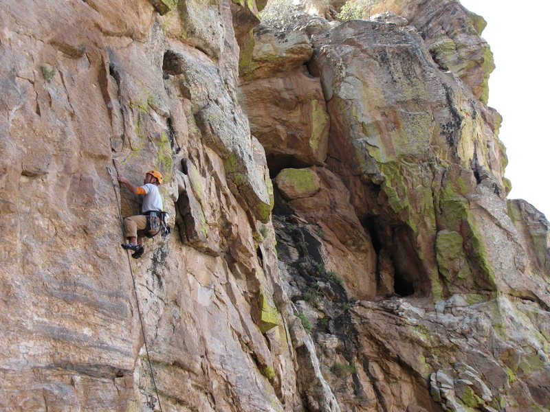Rock Climbing Photo: Joe Lee on the classic 11-, Two Kings and A Pawn.