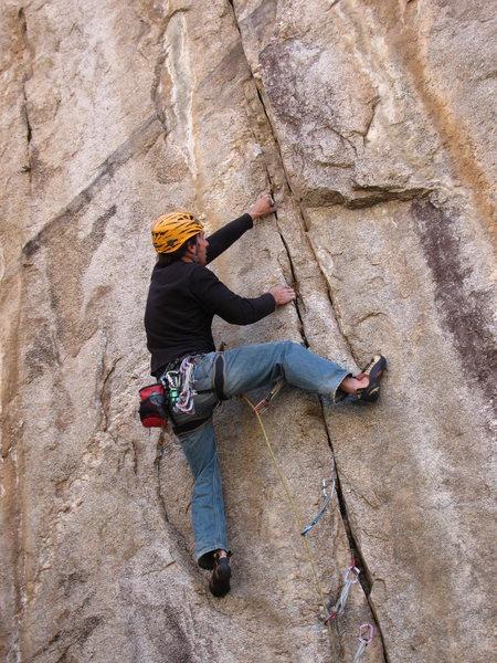Using Tiger Style to climb the 12- seam in the Chessapeak area.