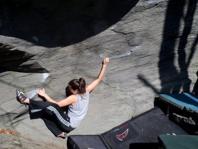 "Rock Climbing Photo: Lanie on ""Robot Love"" (V-1) in the Boney..."
