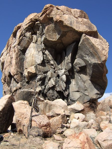 Rock Climbing Photo: Battlement Crag, the black, concave chimney of In ...
