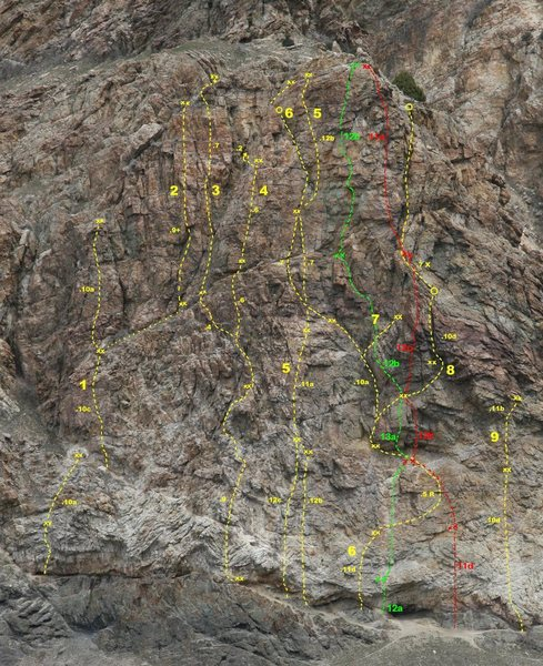Rock Climbing Photo: Green Line is Banana Roof 13a. Red line is Creampi...