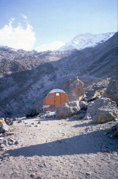 The smaller hut at Piedre Grande.