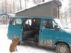 Rock Climbing Photo: Side view. Bed is in, bench-seat is out, pop top u...