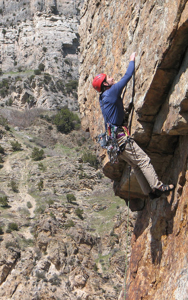 Rock Climbing Photo: Perin Blanchard pulling the roof on Edge of Knight...