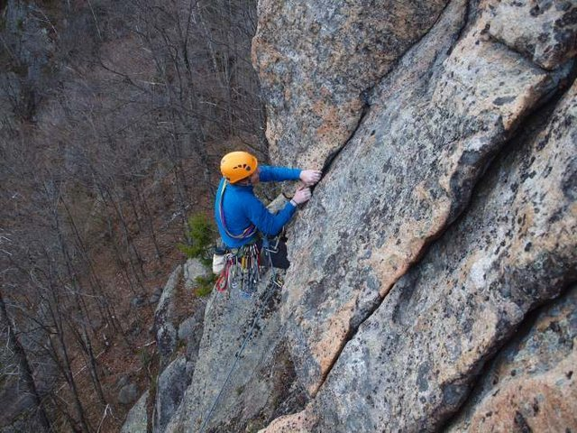 Jamie McNeill pulls the crux overhang on <em>Carpenter & Das</em>.